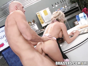 Steaming hot blonde enjoys sucking cock and being fucked hard
